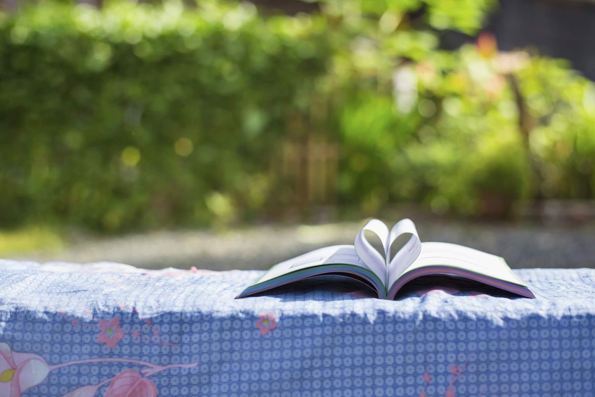 Book-of-love-in-the-garden-000066664581_Double.jpg.jpeg